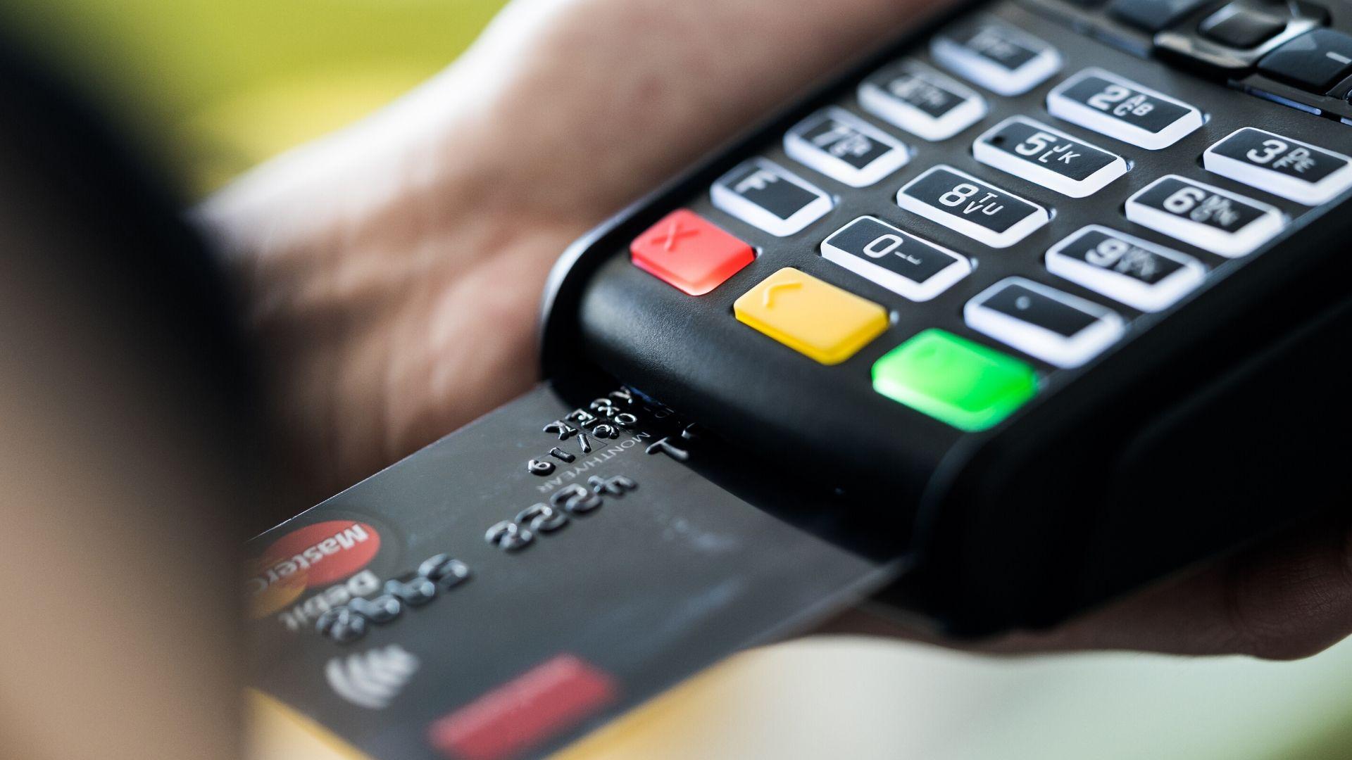 CashBack – ile kosztuje wypłata gotówki podczas płatności kartą w sklepie lub innym punkcie